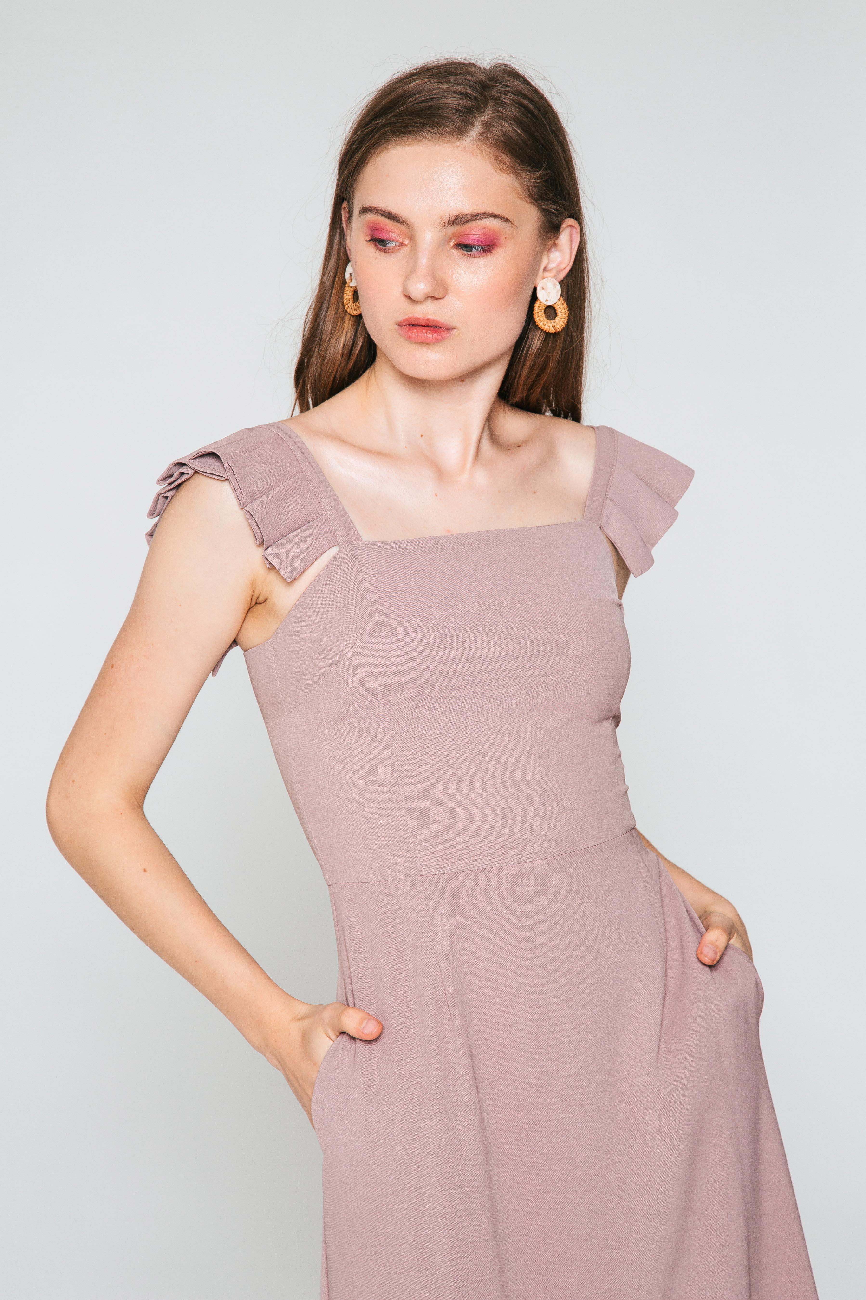 VONDA PLEATED STRAP FLOUNCE DRESS