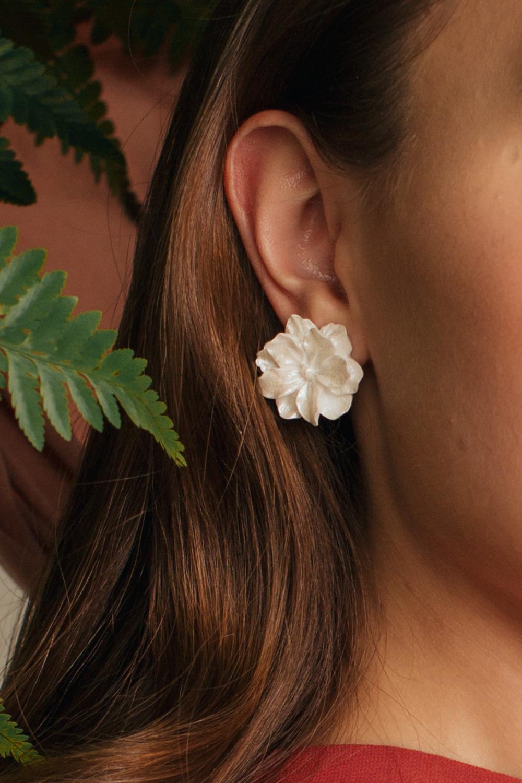 WHITE DAHLIA FLORAL EARRINGS