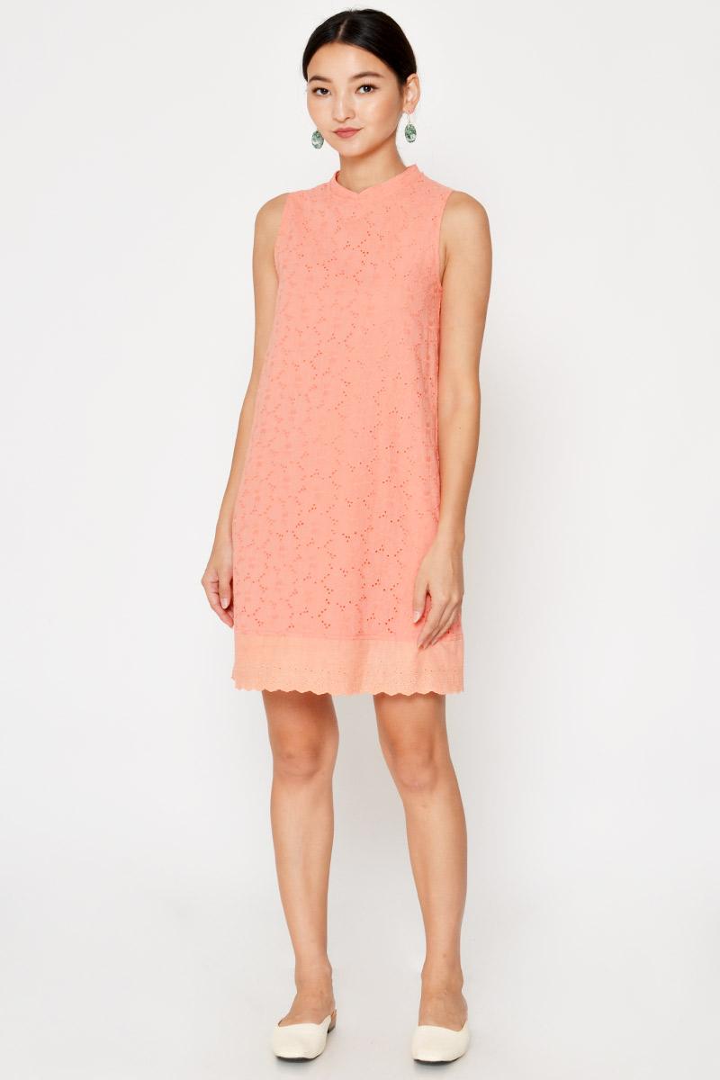 CARISHA FLORAL EYELET SHIFT DRESS W DETACHABLE COLLAR