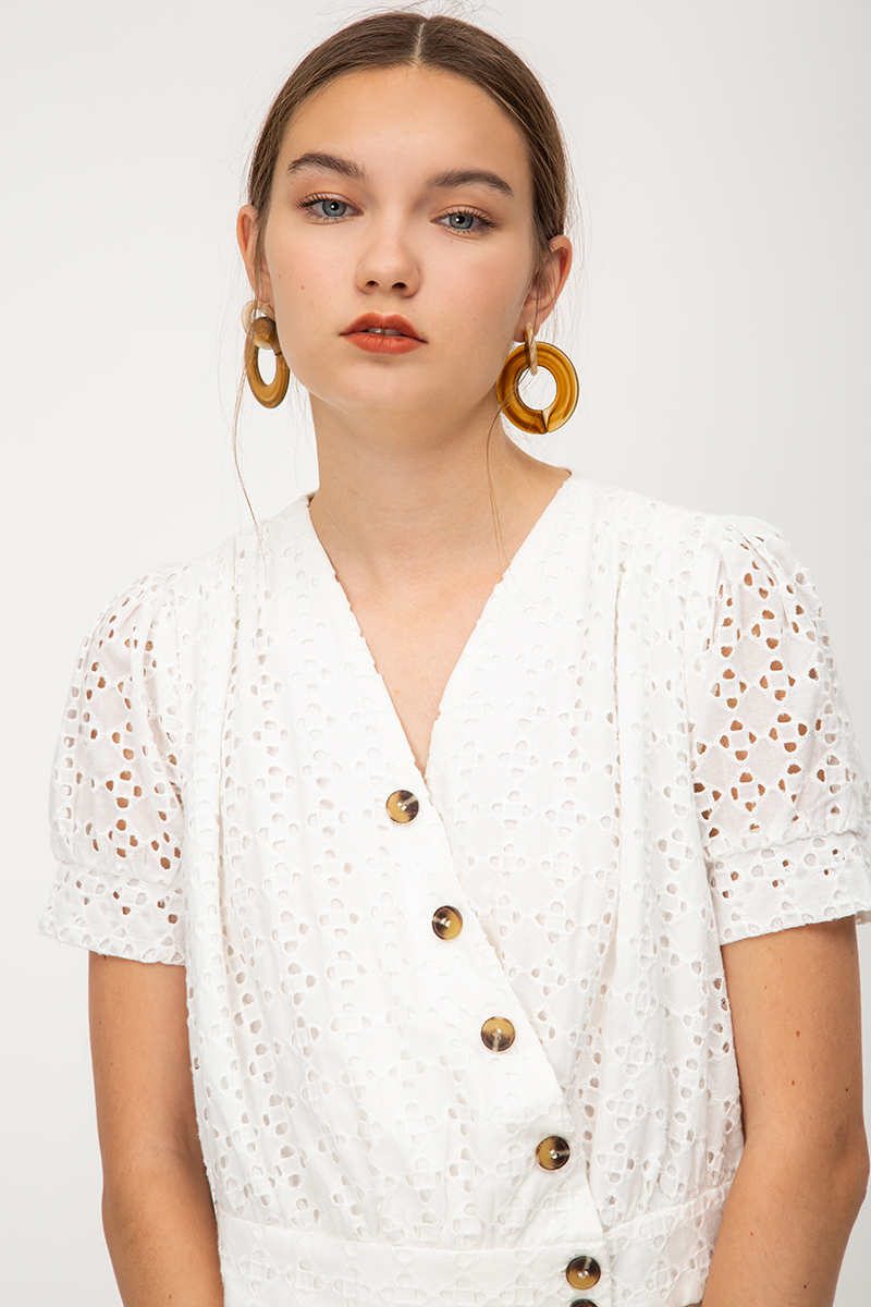 NOEL EYELET SLANT BUTTONS PUFF SLEEVE TOP