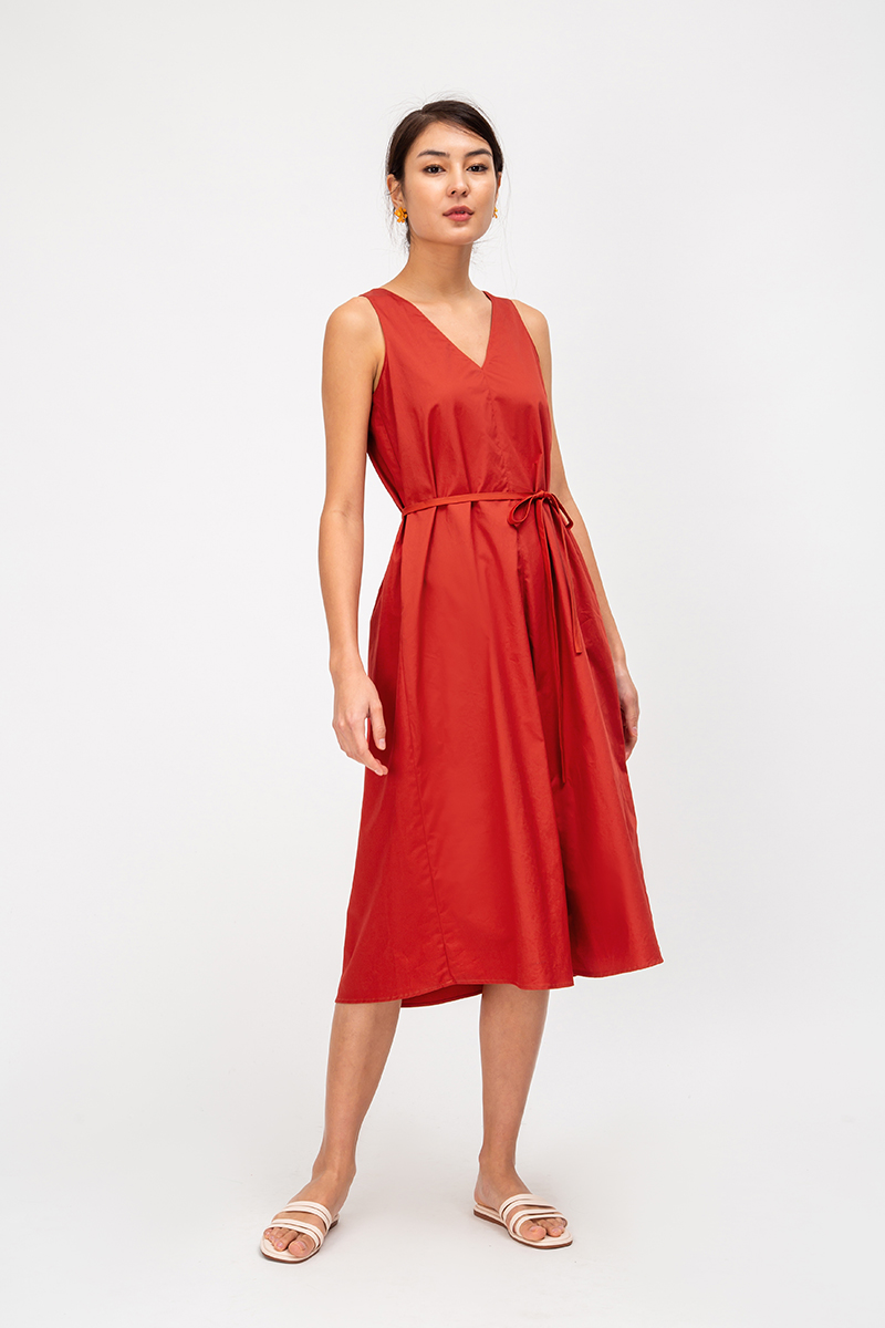 NICCY PLEATED BACK TRAPEZE DRESS W SASH